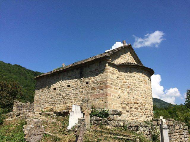 crkva svetih apostola petra i pavla u popama
