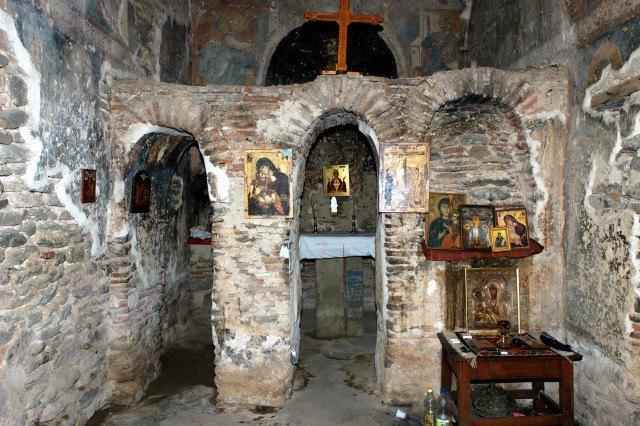 unutrasnjost-crkve-na-vrazjem-kamenu