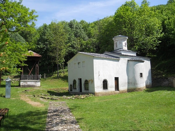manastir svete trojice u gornjoj kamenici