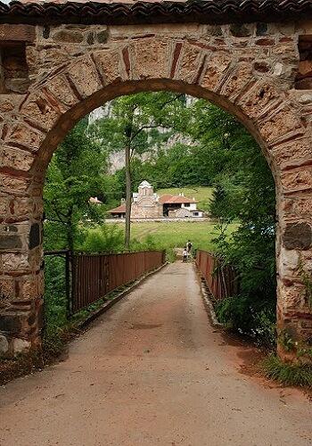 ulaz u manastir