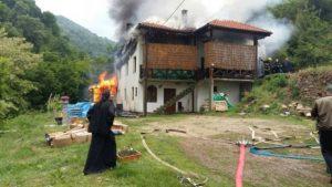 pozar-konaka-u-manastiru.jpg