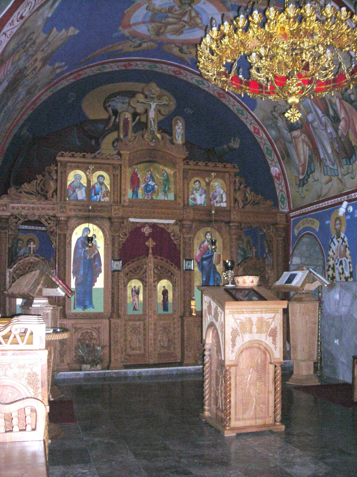 unutrasnjost-manastira-u-plesu.jpg