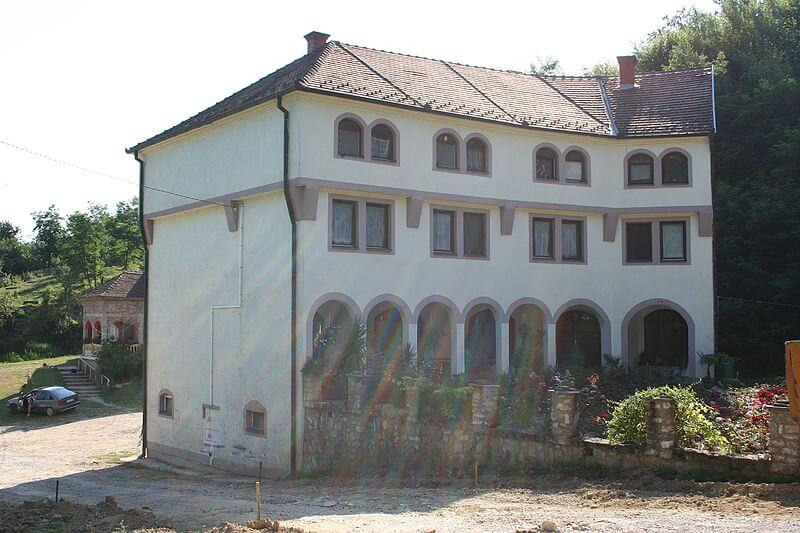 Manastir_Radovašnica_konaci