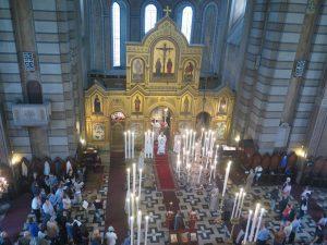 svecana-liturgija-u -hramu.jpg