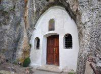 Crkva Svetog Petra i Pavla u selu Rsovci kod Pirota