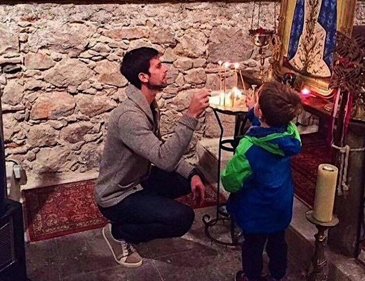 Novak i njegov sin Stefan u crkvi u Nici
