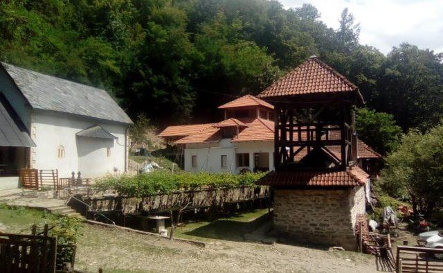 Manastir Stjenik