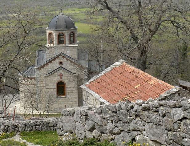 crkva svetog vasilija ostroskog u selu mrkonjici