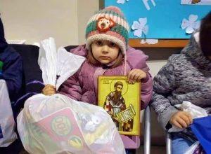 Paketic za decu u enklavama KIM