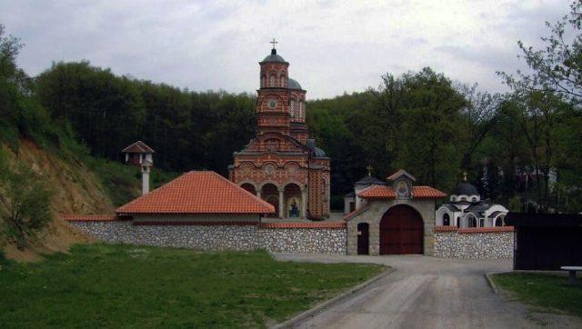 lekovita-voda-manastira-djunis